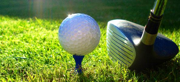 Pola golfowe blisko hoteli w Grecji
